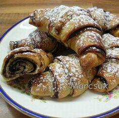 Egy finom Habkönnyű kakaós kifli ebédre vagy vacsorára? Habkönnyű kakaós kifli Receptek a Mindmegette.hu Recept gyűjteményében! Sausage, French Toast, Almond, Food And Drink, Low Carb, Snacks, Cookies, Baking, Breakfast