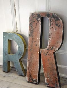 I'm loving the R on the left, it's very similar to the one I'm currently working on
