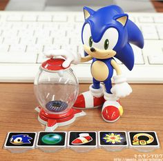 Such a cute Sonic figure. I like how they included a lot of obscure accessories, like the item container.