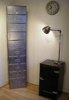How to renovate (go back to metal) locker metal - furniture Metal Furniture, Industrial Furniture, Leaving Room Ideas, Metal Lockers, Diy For Girls, Decor Crafts, Home Decor, Filing Cabinet, Repurposed