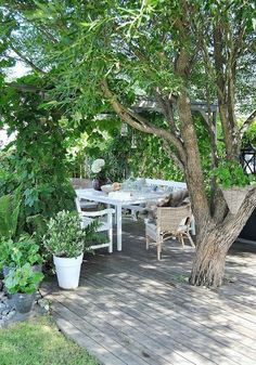 Outdoor Dining. Would look good under our mulberry tree. Cut down on mowing too. Great use of our spacious back yard!