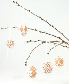 Easter is a perfect time for crafts. Crocheted Easter decorations can be amazing addition to your festive table. Today I present you 30 Easter Crochet Diy Crochet Easter Eggs, Easter Crochet Patterns, Easter Egg Dye, Easter Crafts, Easter Tree, Crochet Ideas, Diy Osterschmuck, Diy Crafts, Easy Diy