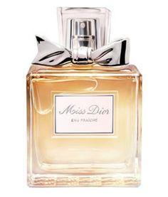 Discover Miss Dior Eau Fraiche, a dazzlingly fresh interpretation of Parisian charm and elegance. Miss Dior Eau Fraiche is a fresh chypre with bright bergamot and gardenia notes underscored by the elegance of Indonesian Patchouli. Perfume Dior, Parfum Miss Dior, Christian Dior Perfume, Dior Fragrance, Best Perfume, New Fragrances, Miss Dior Blooming Bouquet, Dior Beauty, Beauty Makeup