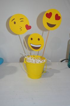Center piece sticks for a party added to 12 inches or 8 inches stick It doesn't include a pail You will just receive 3 emoji faces stick. 12 Year Old Birthday Party Ideas, 10th Birthday Parties, Emoji Theme Party, Party Themes, Diy Party Decorations, Birthday Decorations, Ladies Kitty Party Games, Lindt, Sleepover Party