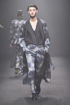 Kim Seo Ryong Seoul Fall 2017 Fashion Show Collection
