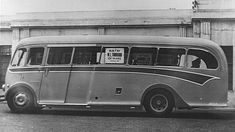 This 1947 advertisement for the Duple coachwork embodies the spirit of the British bus design: In good old England there was a homegrown streamline style - th… Diesel Punk, London Transport, Public Transport, England Uk, London England, Streamline Bus, Builders London, Bentley Speed, Combustion Engine