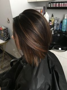 28 Incredible Examples Of Caramel Balayage On Short Dark Brown Hair - Hair Styles - Hair Style Ideas Highlights For Dark Brown Hair, Brown Hair Colors, Color Highlights, Dark Brown Short Hair, Brunette With Caramel Highlights, Dark Brown Hair With Highlights And Lowlights, Dark Bob, Chunky Highlights, Brown Hair No Red Tones