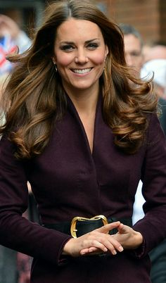 "KATE MIDDLETON THE DUCHESS OF CAMBRIDGE - ""APPEARANCE OF A GIRL, MOTHER'S HEART, WISDOM AND PREPARATION TO BE A WARRIOR TO FIGHT FOR THE PEACE OF HIS NATION. OWN CHARACTERISTICS OF A QUEEN."""