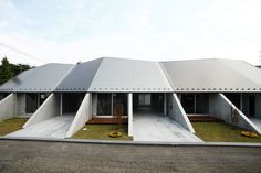 nine triangular walls divide house in hamura by re-write