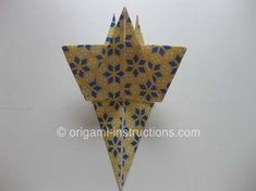 This is an elegant origami 8 pointed star that is perfect for the top of your origami christmas tree. Find out how to fold this beautiful origami star here. Origami 8 Pointed Star, Origami Star Box, Origami Fish, Origami Stars, Diy Origami, Oragami, Christmas Origami, Christmas Crafts, Christmas Ideas