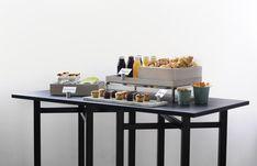 Craster presenterer buffet på en ny måte! Og vi liker det vi ser. Her er flow serien i hvitvasket eik. Buffet, Table, Furniture, Home Decor, Decoration Home, Room Decor, Tables, Home Furnishings, Home Interior Design