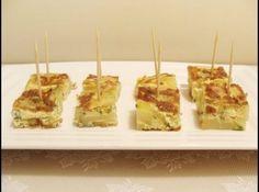 Receita de Tortillas de Batata, Bacon e Abobrinha - 300g de batatas, 1/2 cebola média, 1 abobrinha média, 6 ovos, 1 xícara de creme de leite fresco, Bacon em cubinhos, Salsa picada, Pimenta do Reino, Sal