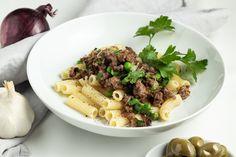 Hangover-Nudeln sind ideal, wenn es am Vortag mal etwas länger war und die Zubereitung des Essens nicht all zu lange dauern soll. Pasta, Faschiertes, TK-Gemüse und Gewürze und fertig ist eine schnelle Mahlzeit.  Das Rezept findest du auf #butterundbroesel Hangover, Pasta, Risotto, Beef, Ethnic Recipes, Food, Ground Meat, Fast Meals, Easy Meals