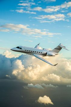 Gulfstream Connects Dubai with New York in Record Time - Rus Tourism News Luxury Jets, Luxury Private Jets, Private Plane, New York Jets Football, Football Moms, Football Players, Chopper Plane, Gulfstream G650, Executive Jet