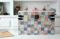 DIY: Una caja de patchwork | Medias y tintas Louis Vuitton Damier, Diy, Pattern, Bags, Scrappy Quilts, Decorated Boxes, Creativity, Dressmaking, Manualidades