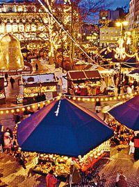 Budapest - European Christmas Market- best one. Budapest Christmas Market, Christmas Market Stall, German Christmas Markets, Christmas Markets Europe, Christmas Travel, Vienna Christmas, Christmas Holiday, Capital Of Hungary, European River Cruises
