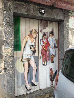 Madère, Portugal #photo #porte #door #voyage #travel #personnage #peinture #paint  Merci Linda!