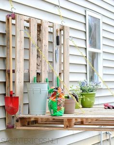 DIY pallet board potting corner