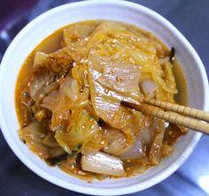 촌스럽지만 인기 만점 반찬 메뉴인 묵은지 김치 볶음 맛있게 만드는 방법 Korean Food, Kimchi, Japchae, Side Dishes, Curry, Pork, Food And Drink, Cooking Recipes, Tasty