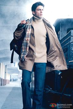 Shah Rukh Khan at the station in Main Hoon Na Movie