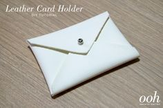 This would make a nice mother's day gift. Diy Leather Goods, Leather Craft, Diy Leather Card Holder, Diy Accessoires, Diy Envelope, Card Envelopes, Crafty Projects, Cute Crafts, Decoration