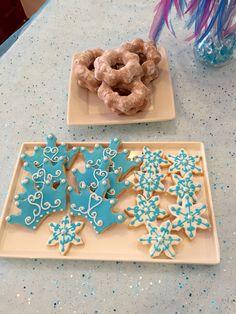 Crown and snowflakes cookies!...