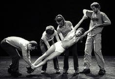 Gilles Jobin est un danseur et chorégraphe suisse. Il réalise ses premiers solos en 1996, qui portent sur l'identité : Bloody Mary, Middle Suisse et Only You, puis devient chorégraphe résident à l'Arsenic à Lausanne et artiste associé d'Artsadmin à Londres...