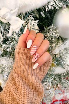 Acrylic Nails Coffin Short, White Acrylic Nails, Coffin Shape Nails, Best Acrylic Nails, Acrylic Nail Designs, Rounded Acrylic Nails, Almond Acrylic Nails, Cute Christmas Nails, Xmas Nails