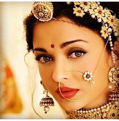 OMG: The gorgeous Aishwarya Rai as an Indian Bride with exquisite, distinctive Indian bridal jewellery, including matha patti with maang tikka (on hair), nath (on nose) and jhumka earrings. Opal Jewelry, Indian Jewelry, Wedding Jewelry, Tiffany Jewelry, Diamond Jewellery, Aishwarya Rai Bachchan, Aishwarya Rai Makeup, Cute Jewelry, Diy Jewelry