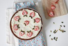 Чадейка - Миндальный торт с белым шоколадом и сушеной клубникой