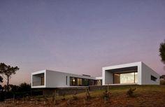 Diseño de casa moderna en forma de U frente al mar   Construye Hogar