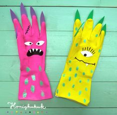 DIY monster puppets from dishwashing gloves! Halloween Mignon, Cute Halloween, Halloween Crafts, Toddler Crafts, Easy Crafts, Crafts For Kids, Monster Crafts, Puppets For Kids, Manualidades Halloween