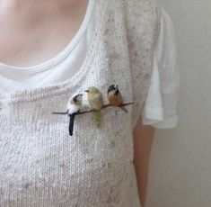 filc Needle felted bird brooch Needle felted bird brooch Buying Bespoke Mens Shirts - The Needle Felted Animals, Felt Animals, Small Animals, Felt Crafts, Kids Crafts, Felt Birds, Felt Brooch, Textile Jewelry, Felted Jewelry