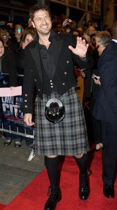 Gerard Butler in a kilt! Whoo!
