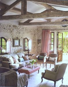 Can you find a more refined style than Provence? Today I'd like to inspire you with Provence-styled living rooms, and be ready to swoon! Provence style is French Country Living Room, French Country Cottage, French Country Style, French Country Decorating, French Farmhouse, French Countryside, Country Chic, Cottage Style, Rustic Farmhouse