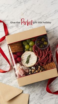 Charcuterie Gift Box, Charcuterie Recipes, Charcuterie And Cheese Board, Charcuterie Platter, Antipasto Platter, Party Food Platters, Party Trays, Cheese Platters, Picnic Snacks