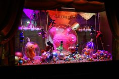 Christmas shop windows: The Galeries Lafayette - Paris