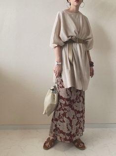 カーキ、ベージュ、ブラウン♡夏の「アースカラー」着こなしLESSON - LOCARI(ロカリ) Stylish Hijab, Stylish Dresses, Japan Fashion, Daily Fashion, Kimono Fashion, Fashion Dresses, Stylish Dress Designs, Traditional Fashion, Warm Outfits
