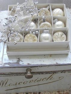 White and Cream Christmas Ornaments - Ana Rosa Merry Christmas, Shabby Chic Christmas, Silver Christmas, Little Christmas, Christmas Colors, Christmas And New Year, All Things Christmas, Christmas Holidays, Christmas Balls