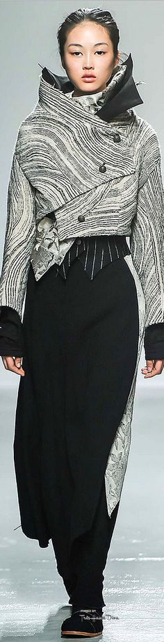 #PFW Aganovich Fall 2015 RTW ♔THD♔ ***raw edged yet 'tailored' ; shape reminiscent of fashions during WWI !!! s-c