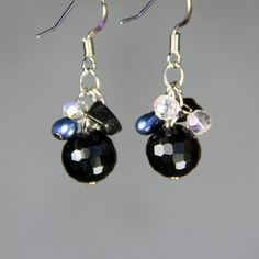 Blauwe parel volgestopt crystal drop oorbellen door AnniDesignsllc