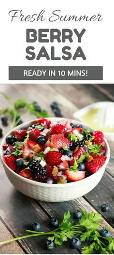 This salad is so delicious yet healthy! It's the perfect summer salad and looks so instagram-able! Have it ready in under 10 mins!! | ScrambledChefs.com