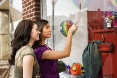 Boa notícia para quem quer redecorar a casa. A liquidação nas lojas de decoração podem chegar a 70% de desconto agora no fim de julho.