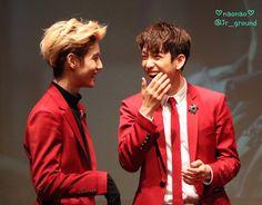 진영이 웃는 얼굴은 최고♡♡♡  じゅにおさんの お口に 手をあてて笑うしぐさが とても 大好きです   151022 #GOT7 #신촌_팬사인회  #Junior #진영 #주니어 #MarkJin