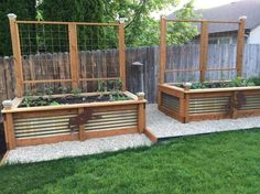 garden boxes 35 Inspiring Raised Garden Beds Best For Your Outdoor Decor - Raised garden beds have many reasons for being built. It is an obvious convenience. Many people have difficulty in bending and this is the main reason. Garden Bed Layout, Diy Garden Bed, Garden Trellis, Garden Boxes, Garden Ideas, Easy Garden, Backyard Ideas, Night Garden, Garden Edging