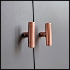These Will Instantly Transform Any Furniture Into A Statement Piece. Copper Gives Off A Lovely Warm Glow.Beautiful Pure Copper T Knobs Work Perfectly On Door Or Drawer. Copper T, Copper Work, Pure Copper, Copper Furniture, Pipe Furniture, Lampe Tube, Mason Jars, Copper Handles, Door Handles