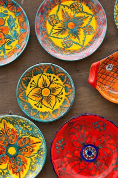 40 More Pottery Painting Ideas and Crafts Because in that case, you can turn to pottery painting ideas and designs. The idea of getting involved in pottery painting ideas and crafts. Painted Ceramic Plates, Hand Painted Ceramics, Ceramic Pottery, Decorative Plates, Pottery Painting, Ceramic Painting, Ceramic Art, Ceramic Bisque, Sicily Italy
