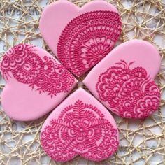 Увеличить Cookie Icing, Royal Icing Cookies, Sugar Cookies, Henna Cake, Gingerbread Ornaments, Ice Cream Candy, Valentines Day Cookies, Fall Cookies, Flower Cookies