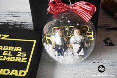 Bola Navidad Lego ,Diy, Navidad , decoracion... Snow Globes, Christmas Bulbs, Diy, Holiday Decor, Christmas Presents, Blue Prints, Manualidades, Christmas Light Bulbs, Bricolage