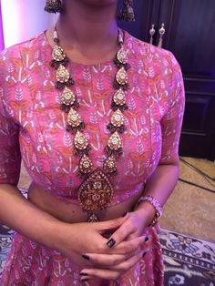 Close look of Kundan rani haar Indian Wedding Jewelry, Indian Jewelry, Bridal Jewelry, Celebrity Casual Outfits, How To Make Necklaces, Stylish Jewelry, Necklace Designs, Indian Wear, Indian Outfits